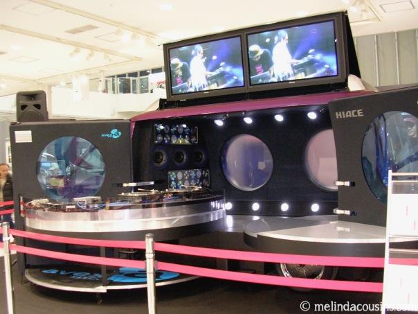 odaiba-toyota-showroom-dj-van